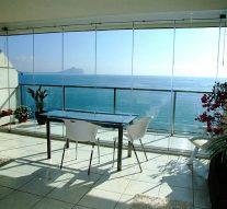 Cómo crear un nuevo espacio en la terraza con cortinas de cristal