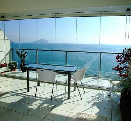 Nuevo espacio en la terraza con cortinas de cristal